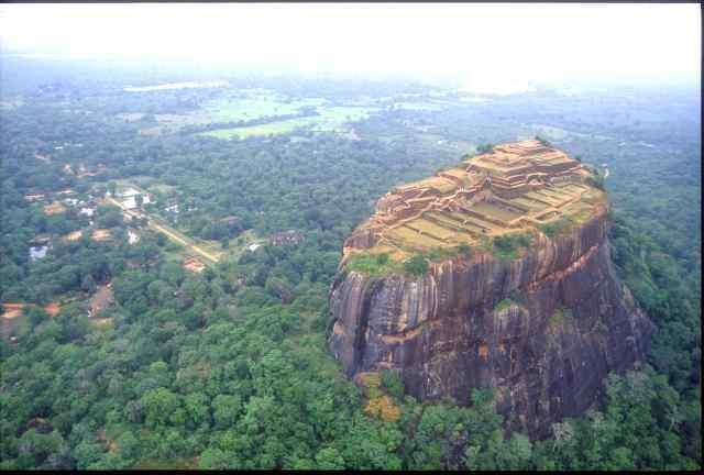 Click here to enter gallery of Sigiriya photos